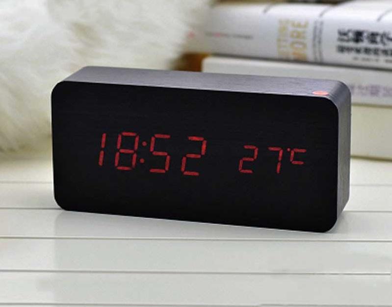 Đồng hồ điện tử để bàn